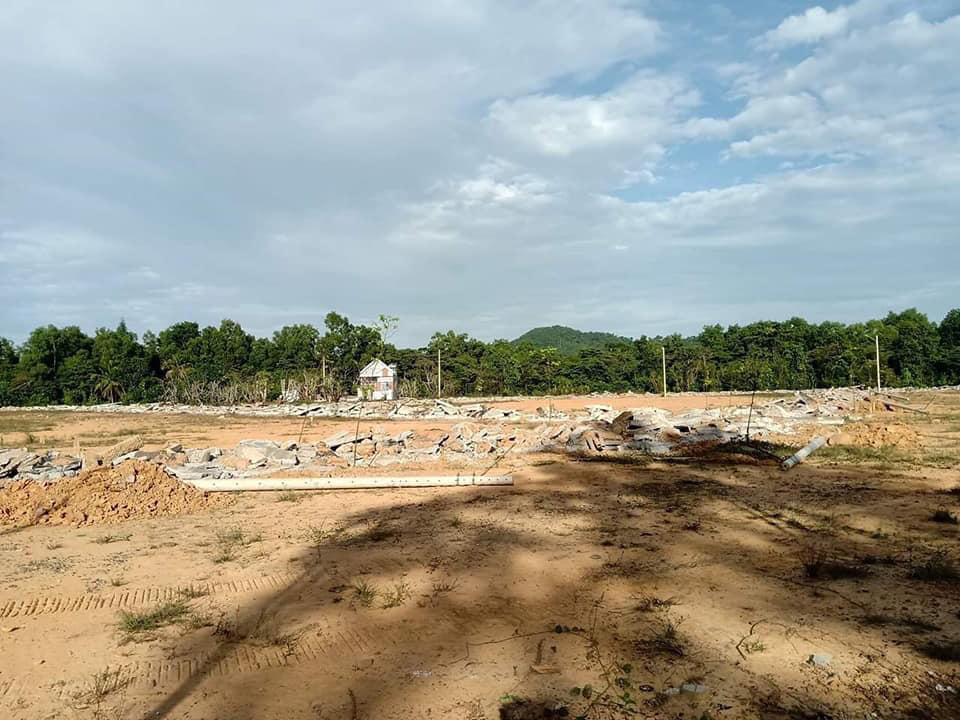 Hình ảnh một khu dân cư bị phân lô bán nền bị tháo dỡ